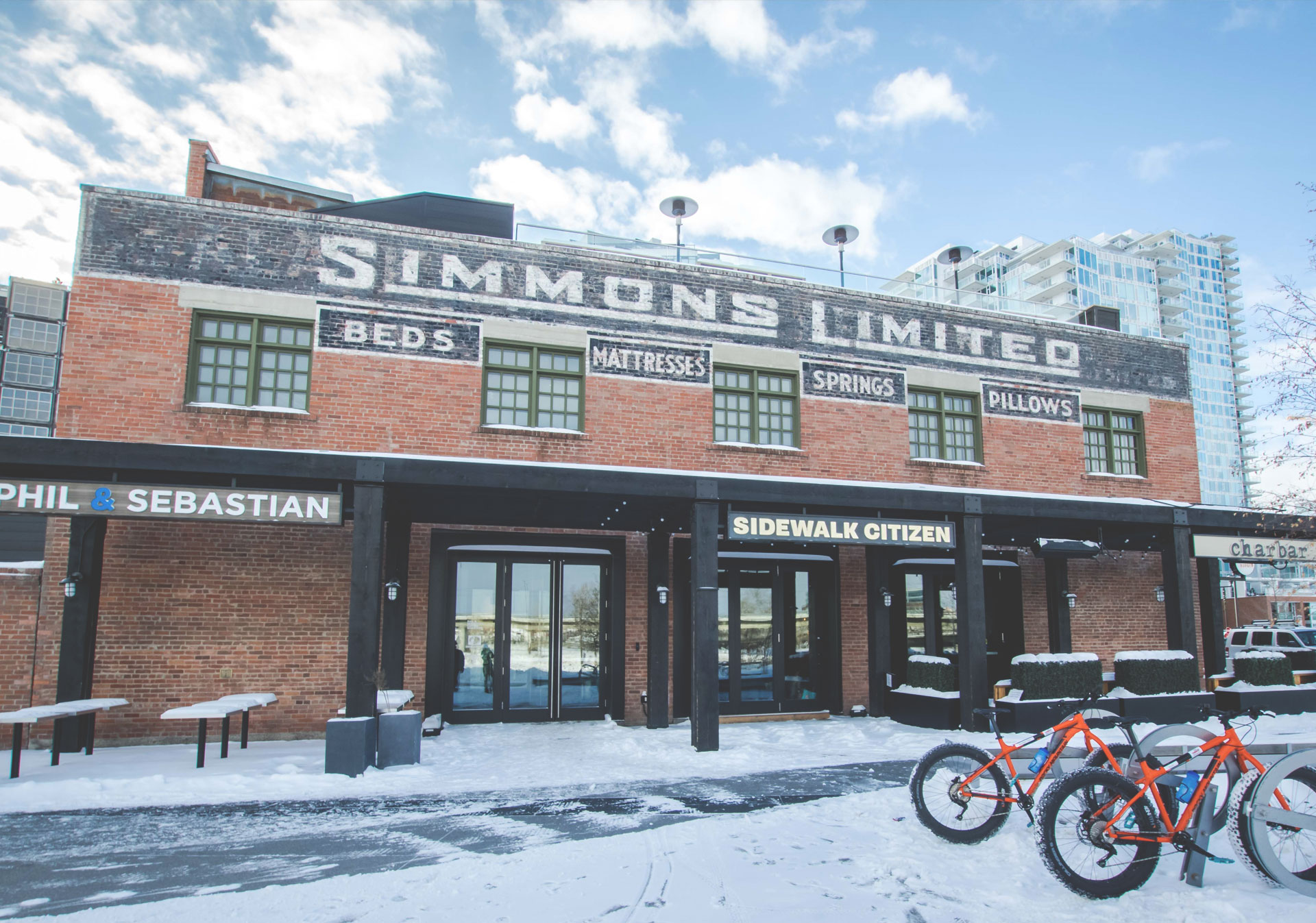The Simmons Building along the River Walk features great food and drinks for a pit stop