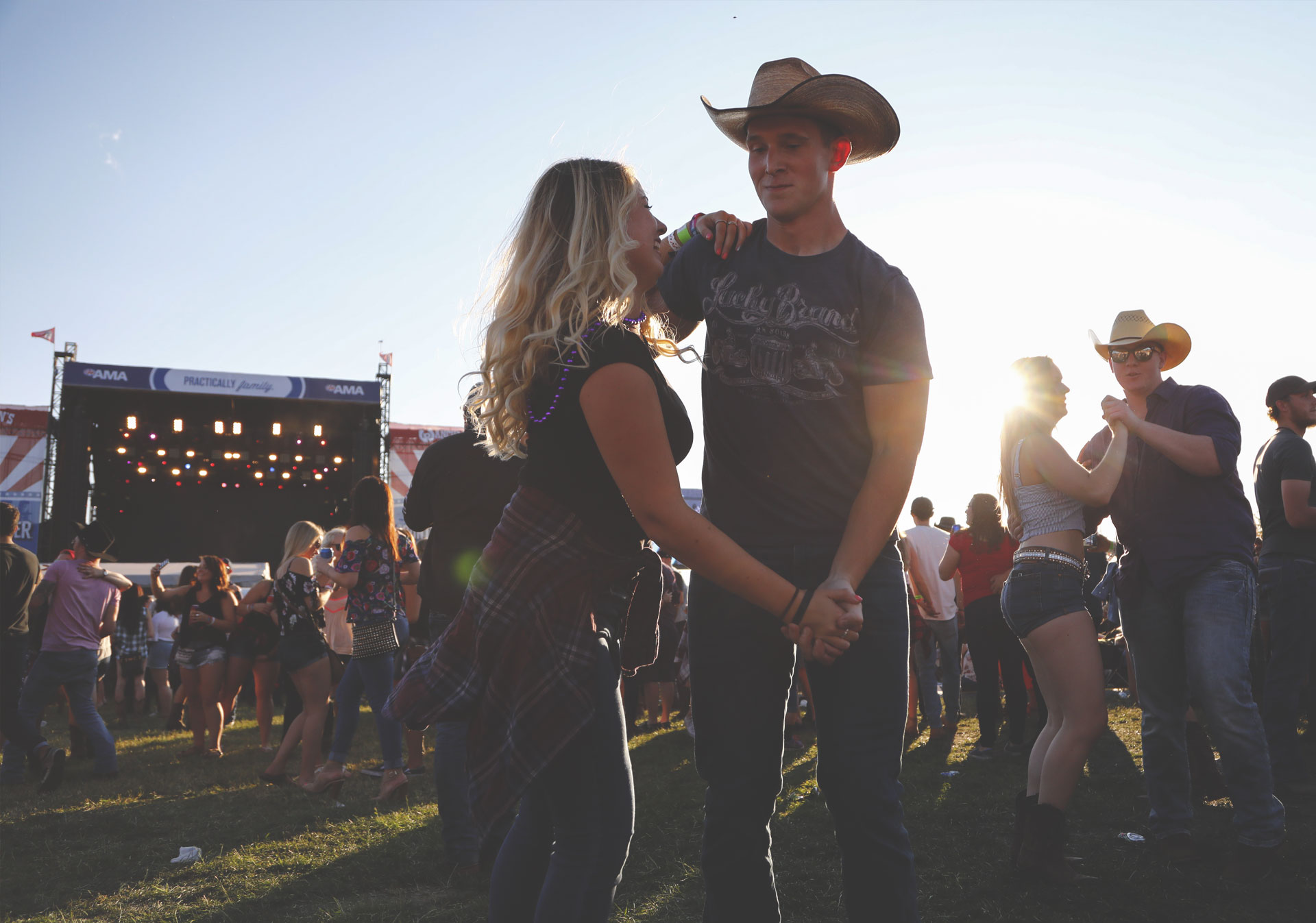 Thousands of fans sing along at Country Thunder.