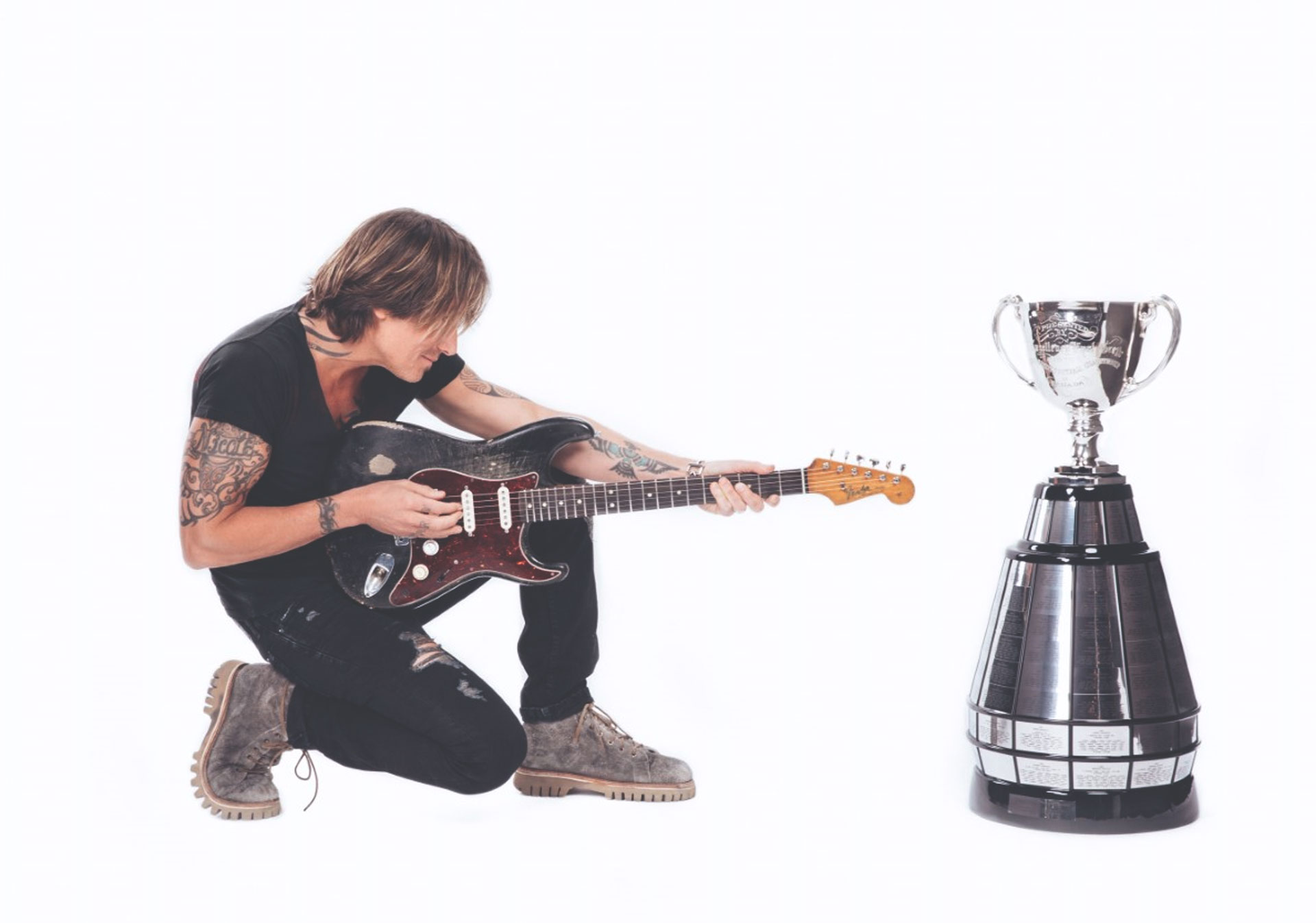Keith Urban will perform at the Freedom Mobile Grey Cup Halftime Show in Calgary.